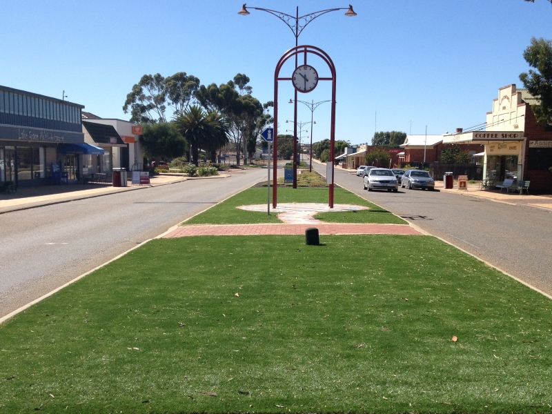 Road Island with Artificial Grass